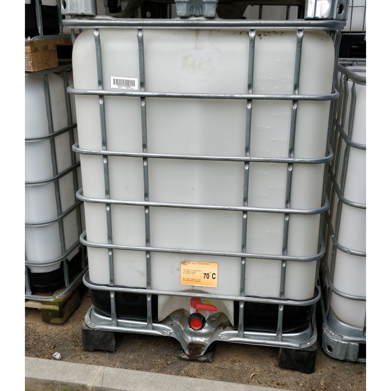 Tank 1000 liters on white pallet